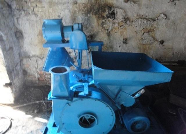 измельчитель зерна бытовой